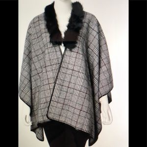 Jackets & Blazers - BLACK WHITE AND RED KIMONO WITH FAUX FUR COLAR